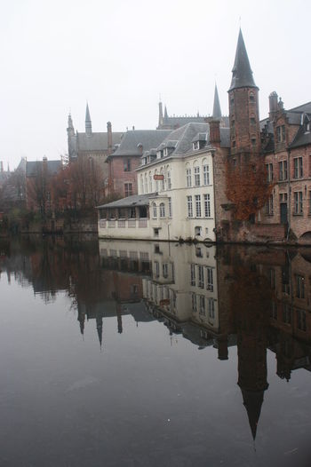 Quietud en Bruselas River River House River View River And Town Brussels No People Outdoors Cloudy Day Cloudy Day In Brussels Houses On The Water