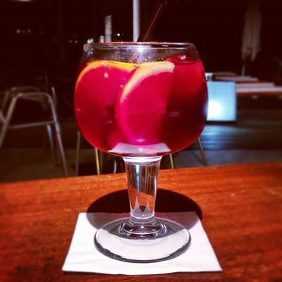 Endless summer in the glas! 🍷☀ Sangria Mallorca Baleares SPAIN EndlessSummer VacationTweet 😎 🌴