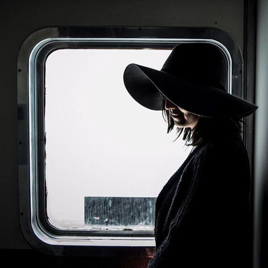"""• """"Con alas a los lados la mente hace volar el sol no lo penetra su sombra es de metal, la noche se lo pone para evitar el día, de estrellas ella lo adorna y de melancolía..."""" -Oda al sombrero, Aneudis Pérez • Igerspuebla Instatourmx_puebla InstaTourMx ColaborationWithFriends Communityfirst Primerolacomunidad WO_blg"""