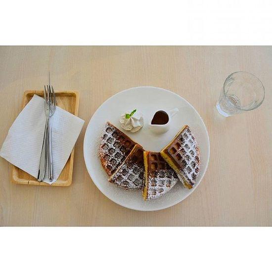 Earl grey whipped cream waffles with osmanthus maple syrup. Happy friday folks. 161015 Friday Photography Foodporn Portrait Lenovo Instagram Instapost Instalike Instadaily VSCO Vscofile Vscocam Myalbum