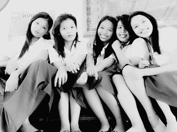 Black & White Friends ❤ Live, Love, Laugh Groupselfie Enjoyvlife KAWAII Happy Time Happygolucky