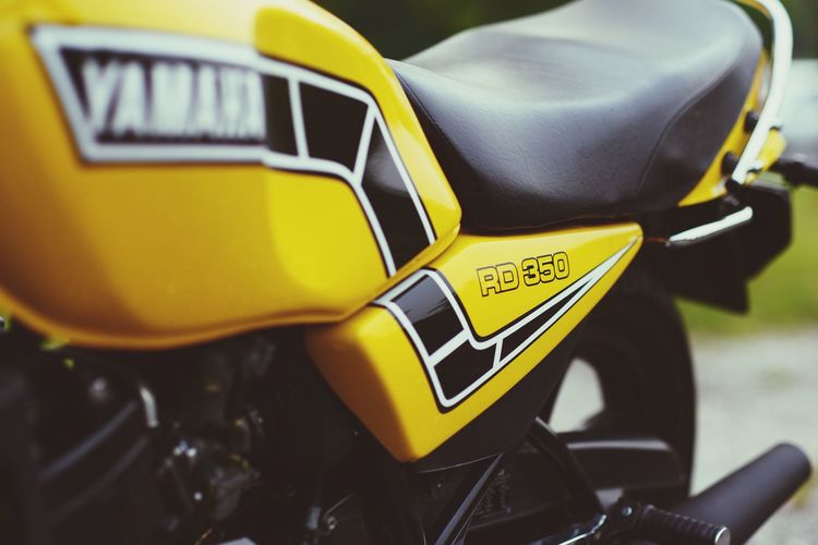 Old is gold Viral Rz350lc Yamaha RD350 Communication Close-up Yellow