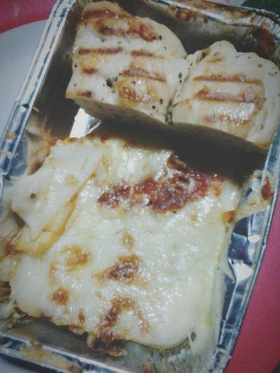 Hello midnight snack! Mmm Mmm. Magnifico! Enjoying Life Cheese! Food Lasagna Garlic Bread Food Trip Food Porn