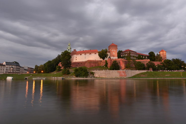 Wawel castle. View from Vistula river. Krakow. Poland Castle CracowCity Kraków, Poland Poland Polska River View Vistula Vistula River Wawel  Wawel Castle Architecture Building Exterior Built Structure Cloud - Sky Cracow History Krakow No People Outdoors Reflection River The Past Travel Destinations Waterfront Wisła