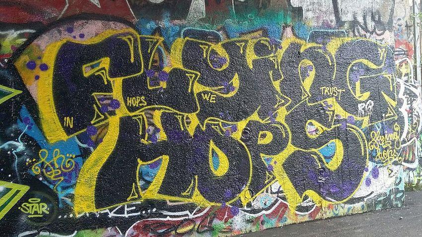 Arteurbana Artist Graffiti Wall Art In Progress Street Art/Graffiti Graffitiporn Graffiti Streetart Iloveit Graffiti Art Graffiti Roma presso ponte delle valli 🎨 🌈 🔴 🔵 ⚪ ⚫ Graffiti & Streetart Original Photo Artistic parte 6 Graffiti Flying Hops Artedistrada Samsung A3 Urban Art Graffitilover GraffitiTour Streetart/graffiti