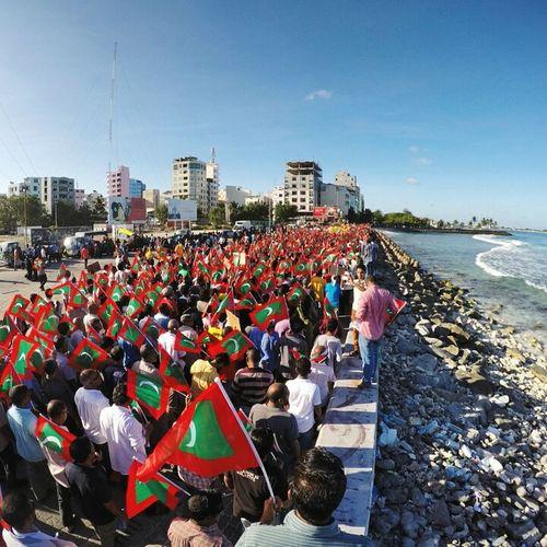 """""""Wathan ge aazuvaanunei, fashaashe adhu ijaaba dheyn..."""" Malecity Maldives Dhivehin 27feb2015 Protest Beach"""