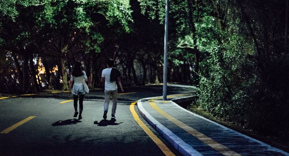 Streetphotography Two People Outdoors Tree Night EyeEm China Shenzhen Peoplephotography Light And Shadow Relaxing