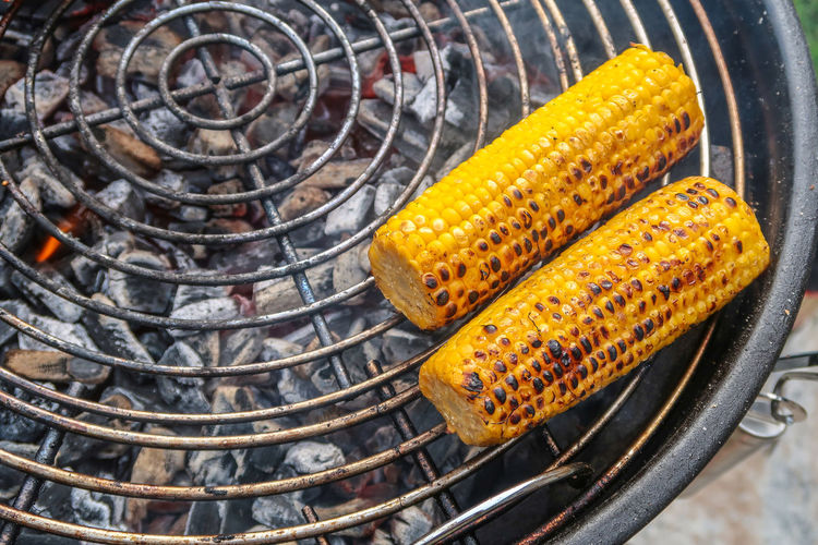 High Angle View Of Corns On Barbecue Grill