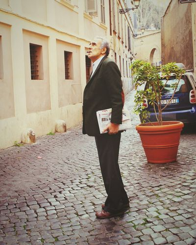 RePicture Ageing Streetphotography This Man Has A Style Rome Italy Untold Stories Urban Lifestyle The Changing City RePicture Masculinity Well Turned Out Pastel Power Telling Stories Differently The Street Photographer - 2017 EyeEm Awards This Is Aging