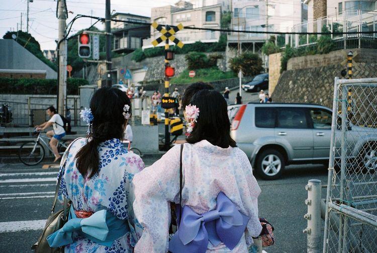 Ultimate Japan Streetphotography Travel Photography Kamakura Enoshima Enoden Japan Matsuri People Watching Filmisnotdead Film Photography 35mm Film Kodak Portra Contax T3 Film Enjoying Life