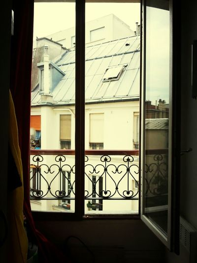 Very hot weather today....from Paris