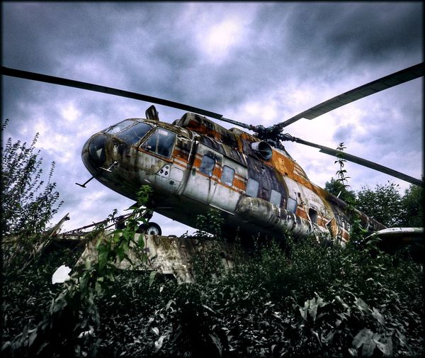 lost place Helicopter Hubschrauber  Lostplaces Kunst Ist Was Du Daraus Machst Verfall Hüpapics EyeEm Best Shots Transportation Sky Damaged Cloud - Sky Air Vehicle Military Tree