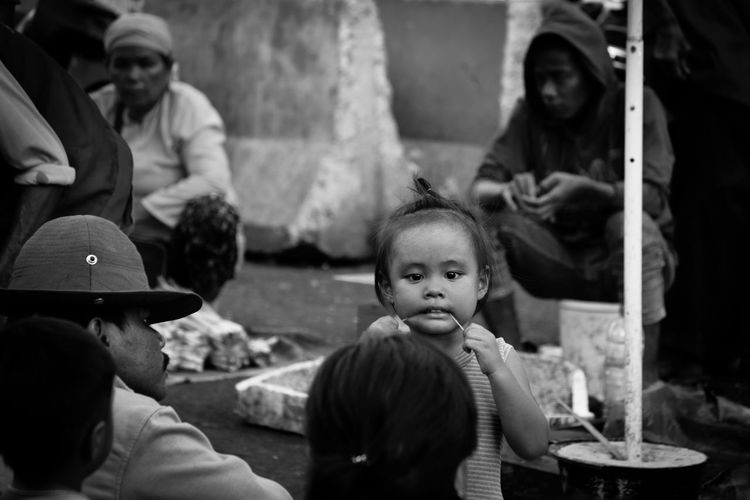 Photo Indonesia_allshots Hello World Ridel Blackwhite Streetphotography Market Child Culture Streetphoto_bw Street Life Streetphoto