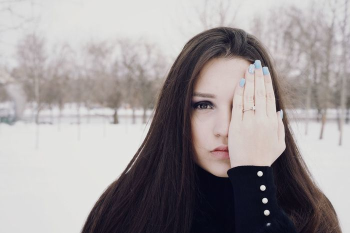 One Woman Only One Young Woman Only Warm Clothing Portrait Snow Cold Temperature Winter Headshot Looking At Camera Young Women Natural Beauty Posing