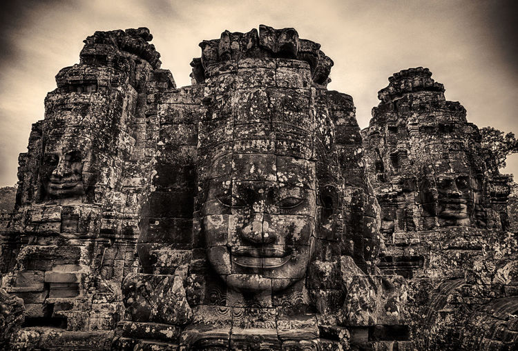 Ancient faces carved in stone at Bayon Temple. Angkor Thom Siem Reap, Cambodia Ancient Architecture Ancient Civilization Ancient Kingdom Angkor Angkor Thom Angkorarcheologicalpark Architecture BayonTemple Cambodge Cambodia Jayavarman Khmer Empire Monochrome Sculpture Siemreap Smiling Face Stoneface