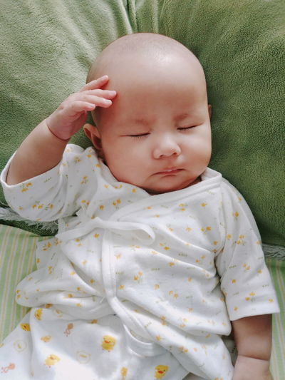 baby sleeping Hand HEAD Baby Babygirl Child Sleep Sleeping Baby Sleeping White Clothes Bald Bold Green Color Pillow