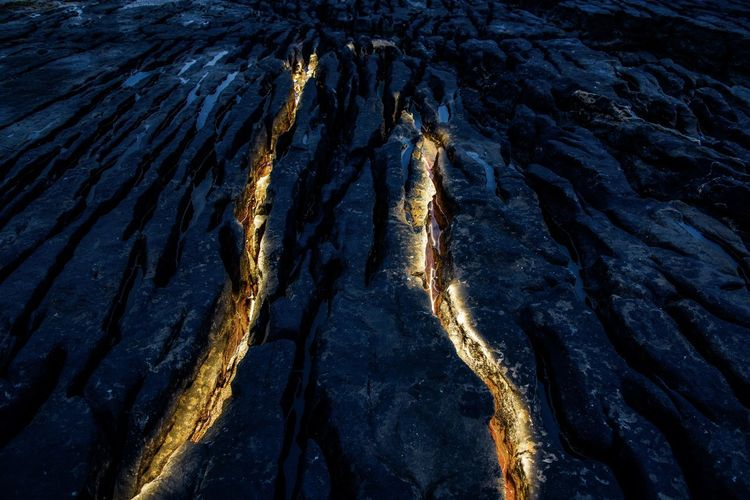 Enlight Golden Light Painting Patterns In Nature Backgrounds Creative Full Frame Geology Groove Pattern Rock Rock - Object Solid Textured  Tourchlight The Creative - 2018 EyeEm Awards