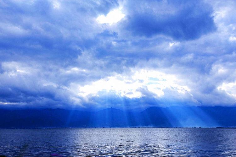 洱海日落耶稣光~