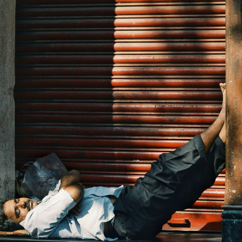 Taking Photos Check This Out Faces Of EyeEm Faceobsessed EyeEm Streetphotography Street Photography Street Streetphoto_color Streetlife India CST Life Rest Sleep Shadow Shade Relaxing Rest Sunday Morning People And Places