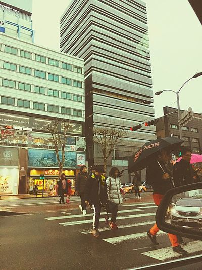 Daily Photo IPhoneography Iphonegraphy Hello World Gangnam Street Gangnam Crossroad From My Point Of View Lifestyle Rainy Days Little Down Crowdy Day Korea Sometime Blue Gananamstyle Bye Gangnamstyle Where Is Psy? Cloudy Friday on a cloudy day, I feel a little depress.