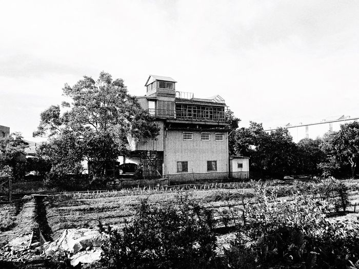 Dovecote 。 EyeEm Gallery EyeEm Best Shots - Black + White 2016 EyeEm Awards Everything In Its Place How Do We Build The World? The Tourist Taking Photos Clouds And Sky Building EyeEmBestPics TOWNSCAPE Sanxia