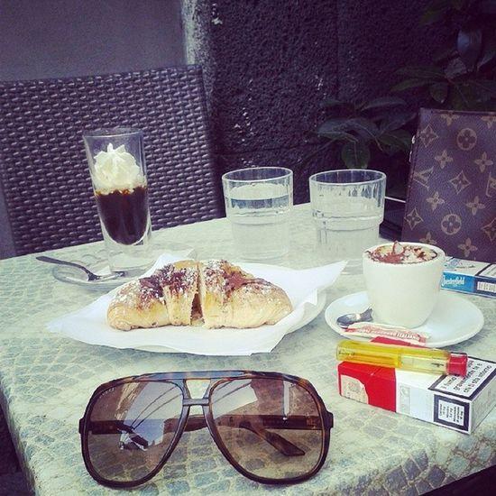 O bar de costume .. com uma surpresa de chocolate. ♥ Bar Love Breakfast