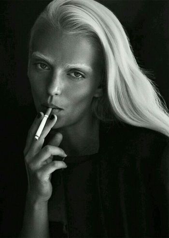 B&W Portrait Relaxing Taking Photos Outstanding Photography Thrilling Smoking Cigarette  Albinism Lady