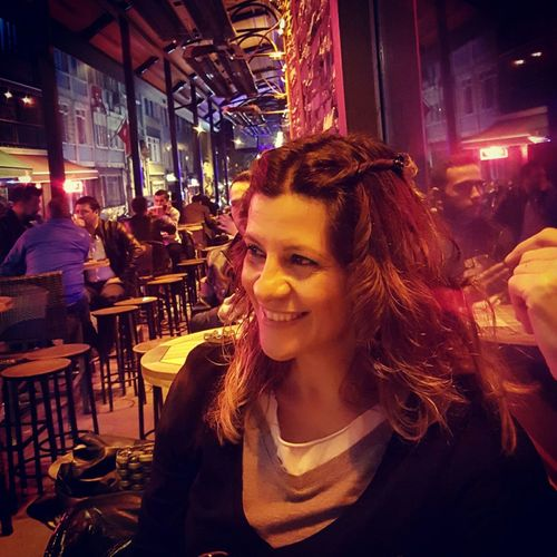 Kadıköy Kalkedon Nightphotography Taking Photos That's Me Night Lights Enjoying Life Bendenbirkare Photo Shoot Pub Akşamsefası Akşamgezmeleri Portrait Color Portrait Portrait Of A Woman