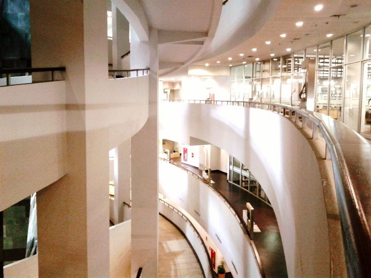 Perpustakaan Universitas Indonesia.. Library of the University of Indonesia :D Arcitecture