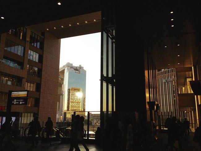 夕陽はいつも癒し✨❤︎ Sunset Background Edit Friday Favorites 6:00pm Osaka Station 今夜はミニマムーン🌝見えますか…