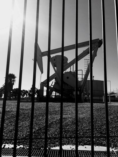 Oil Drill Oil Well Metal Black And White Fading Light Contrast Obsolete Old Sky Iron - Metal Stillness Frozenintime Frozeninmotion