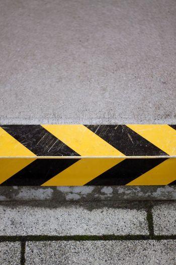 Sign Yellow
