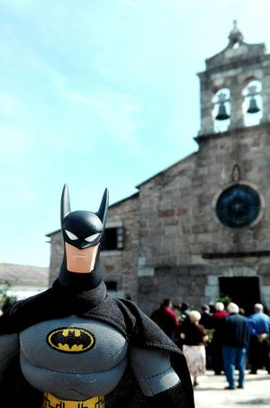 Batman Day People Adult Adults Only Men One Person Sky Outdoors Only Women religion Fé dios