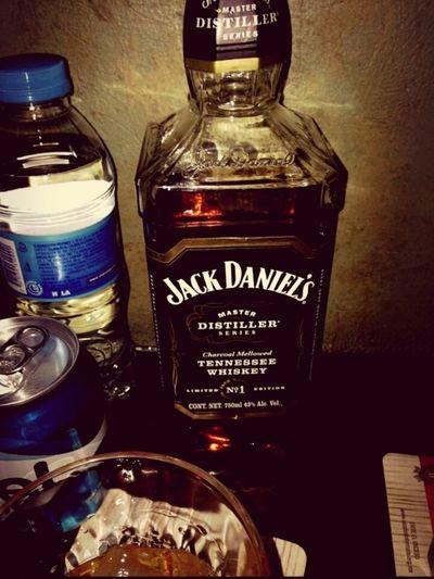 Para un día especial, una celebración especial con una botella especial ;) JackDanielsMasterDistiller FestejandoTriunfos!!