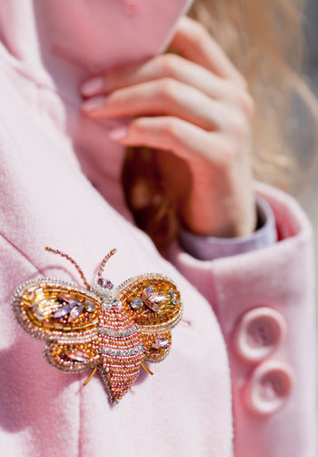 IG @inna_art91 Beads Brooch Fashion Pink Shine Shiny Accessories Brooch Pin Detail Details Textures And Shapes Gem Stones Handmade Handmade Jewellery Jewellery Jewelry Pink Color Style And Fashion