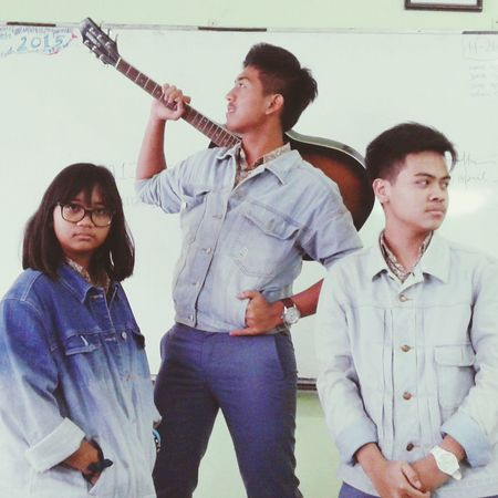 Hmm.. Friends Denim Jacket Retro Style Classroom