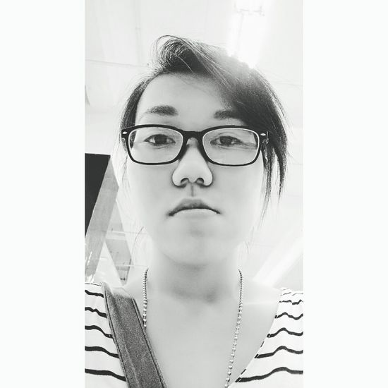 Hi! I'm back after lost my old account.. That's my bored face, after a lomg day and tired week, ya life isn't easy right? Glassesgirl Blackandwhite Selfie MyDay Photography Kindoftheday First Eyeem Photo