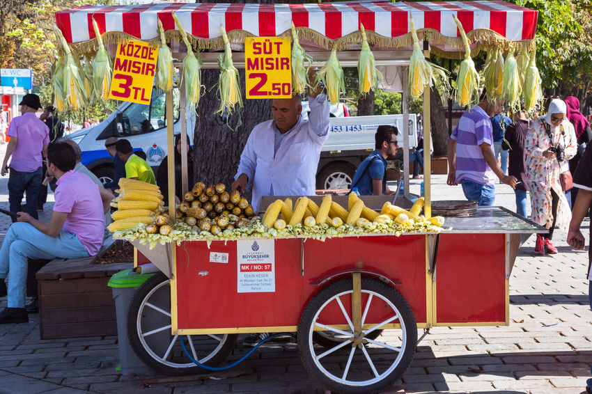 2017-09-01, Istanbul, Turkey: Man selling grilled corn from street food kiosk. Eating Fast Food Grilled Corn Istanbul Life In Istanbul Middle East Snack Street Food Worldwide Street Food Vendors Turkey Corn Corn Kiosk Corn Seller Food Food Truck Roasted Corn Selling Street Food Summer Travel Destinations Turkish Vendor