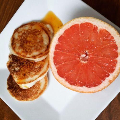 Vegan mini pancakes with homemade apricot syrup and grapefruit. Veganbreakfast Vegan Veganpancakes Vegansofig Veganfoodshare Veganfoodporn Vegangirl Eatclean Plantbased Breakfast Yummyvegan Veganfood Healthyfoodchoices Healthyfoodporn Fitspiration