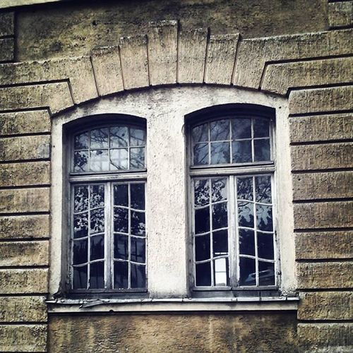 Somebody broke me and I dont know how to fix me. Sometime u cant save what wants to break. Imjustawindow Window Finestra Ventana Munich München Canyouhelpme