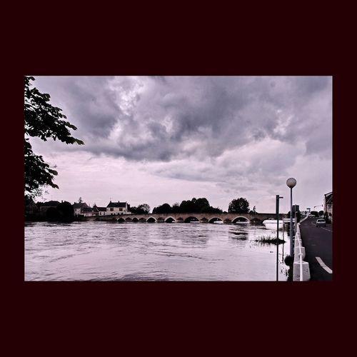 Demain, il fera beau. La rivière du Cher à Montrichard en Touraine - France - Monochrome Landscape Touraine River EyeEmBestPics Sky And Clouds Clouds Sky Bridge Pont