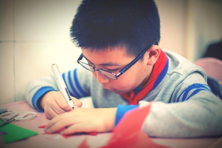 学生时代 学习很努力 中国 Human Hand Working Workshop Child Concentration Creativity Close-up