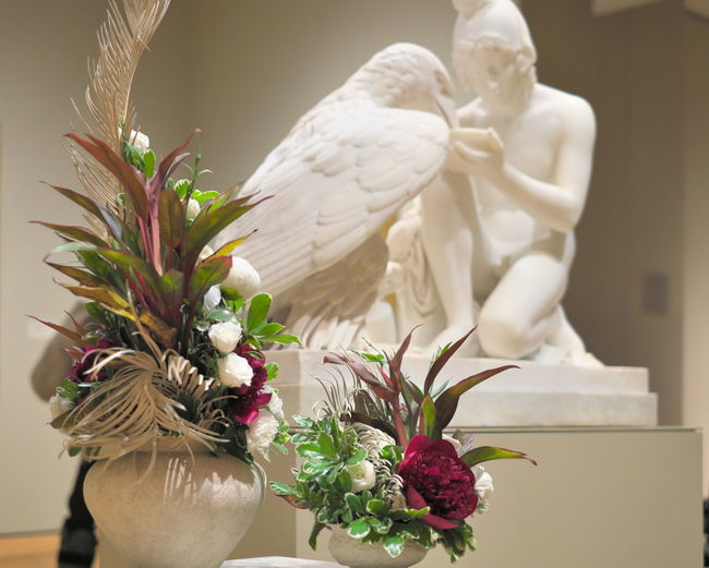 Animal Themes Bird Bouquet Close-up Duality Dynamic Flower Flowers Fragility Freshness Green And White Indoors  Like Objects Together Minneapolis Institute Of Art Minneapolis Minnesota Museum No People Purple And Green Representation Similar Objects Similarities Statue Two Of A Kind Vase FUJIFILM X-T1