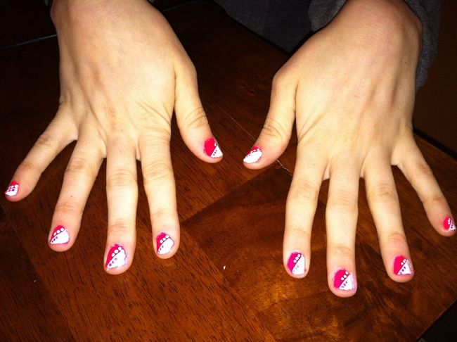 Did my sisters nails. Wut?