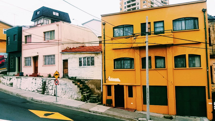 Little white house ... Valparaíso Valparaiso, Chile Valparaisocity Houses Colorful City Colorful Houses Life In Color Pintoresque VSCO Vscocam Colour Of Life