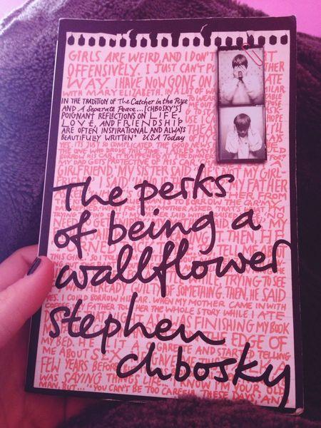 The Perks Of Being A Wallflower Reading Lovelovelove Book ?❤️