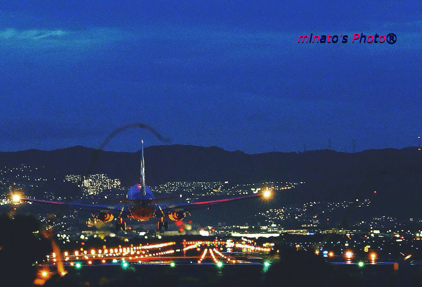 Landing on the verge 伊丹空港 千里川 飛行機 Airportphotography Airplane 夜景 Night View