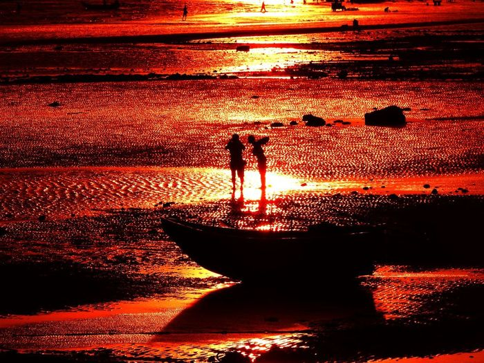 Sunset Real People Water Silhouette Orange Color Men Nature Sunlight People Reflection Beauty In Nature Sky Lifestyles Standing Two People Full Length Outdoors Sea