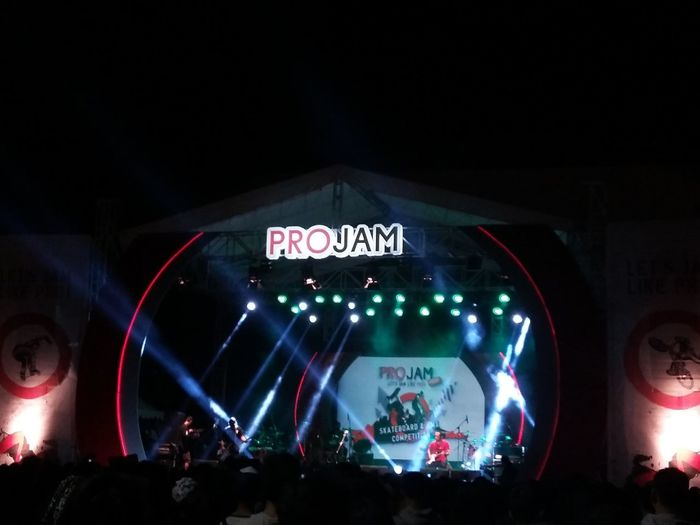 ProJamFestLampung2016 Concert From My Point Of View Light And Shadow Colorful Check This Out Crowd Illuminated Performance Music Festival Nightlife
