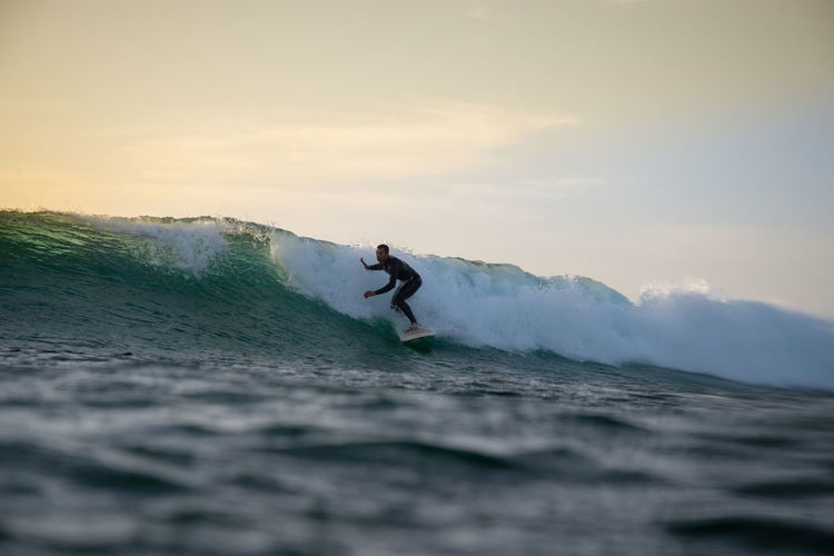 Sea Sport Water Sky Leisure Activity Beauty In Nature Lifestyles Waterfront Men Wave Motion Real People People Adventure Nature Scenics - Nature Surfing Aquatic Sport Skill  Outdoors Horizon Over Water Power In Nature